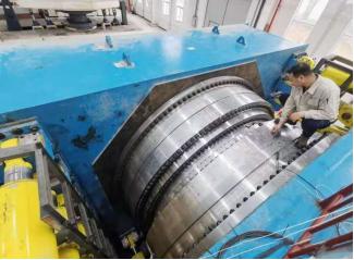 我国最大盾构风电轴承试验机在洛轴投入试运行